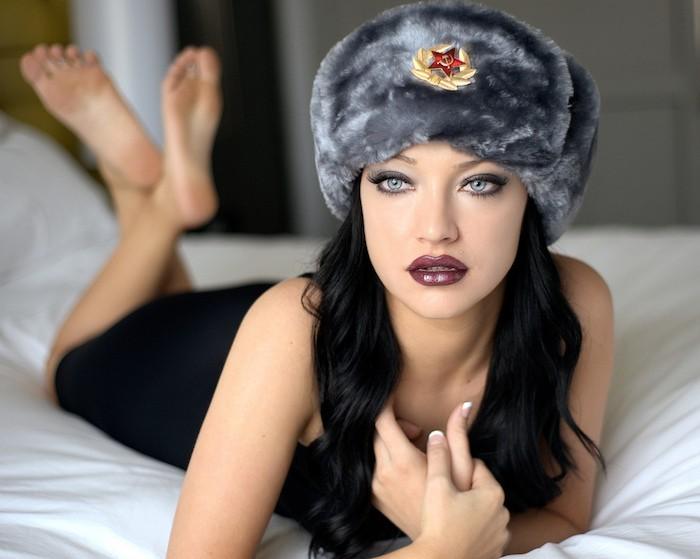 chapeau-russie-chapka-fille-fourrure-bonnet-siberie-soviet