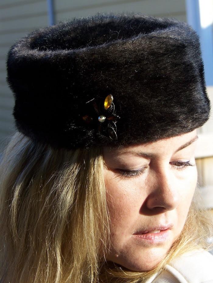 chapka-femme-russe-cadeau-chapeau-chaud-fourrure-la-pin-siberie