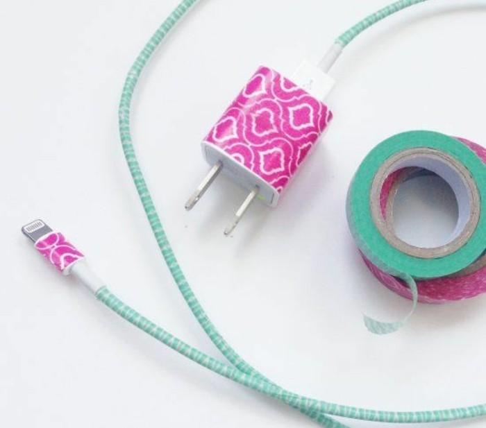 chargeur-personnalise-avec-du-masking-tape-idee-deco-avec-du-ruban-adhesif-decoratif-geniale