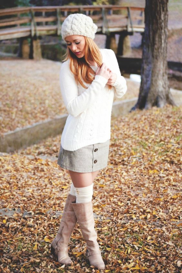 chaussettes-hautes-blanches-bottes-beige-claire-pull-blanc
