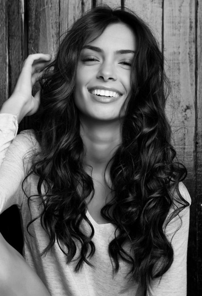 cheveux-long-et-ondules-comment-boucler-ses-cheveux-sans-chaleur
