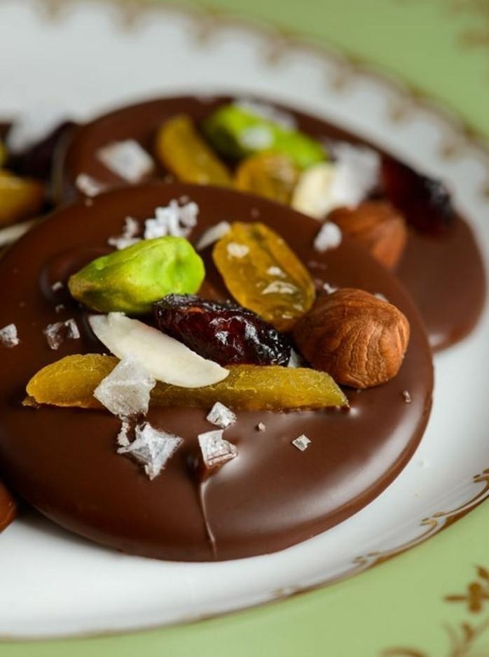 chocolat-mendiant-mangue-pistaches-et-farine-de-coco