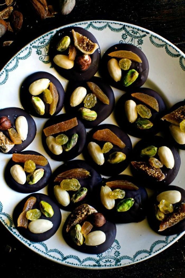 chocolat-mendiant-noir-aux-pistaches-dessert-delicieux