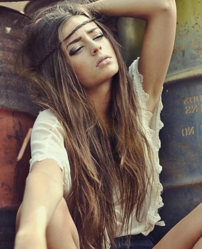coiffure hippie beaut naturelle de l esprit rebelle. Black Bedroom Furniture Sets. Home Design Ideas