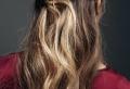 La demi queue de cheval – une coiffure qui revient à la mode