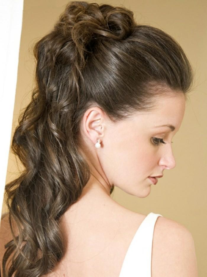 La demi queue de cheval - une coiffure qui revient u00e0 la mode - Archzine.fr