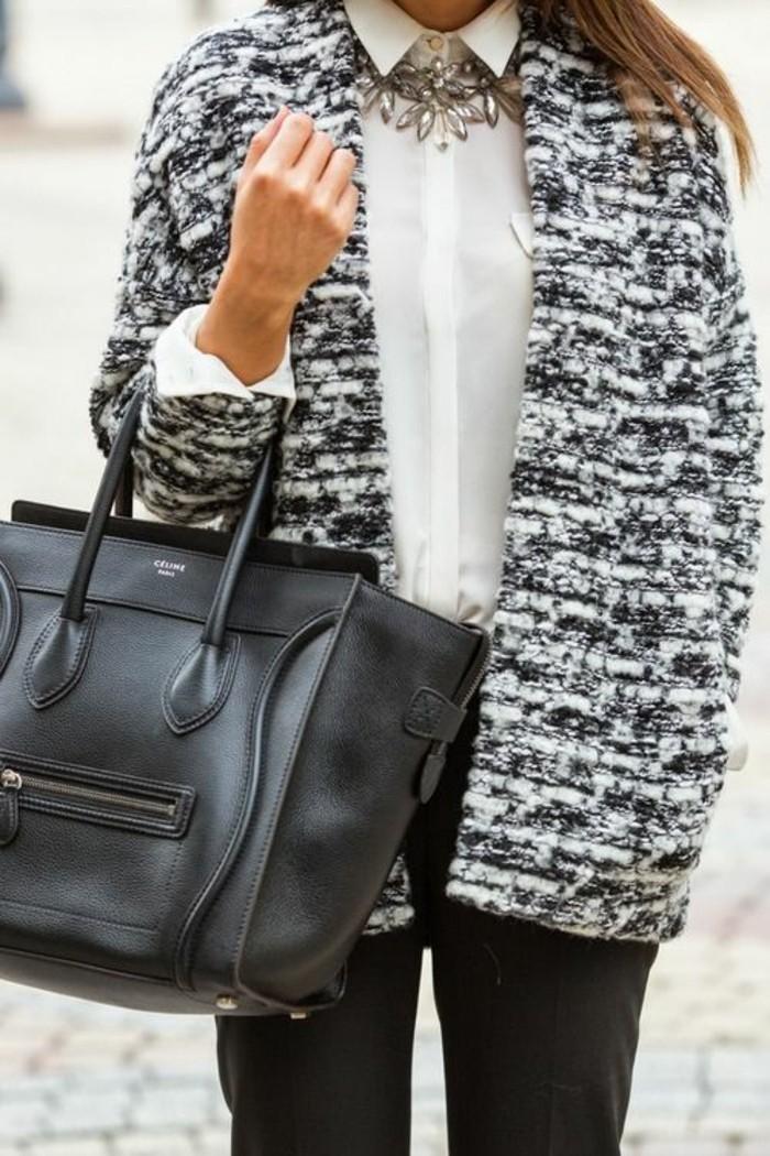 collier-tendance-chemise-blanche-sac-a-main-en-cuir-manteau-en-laine-femme