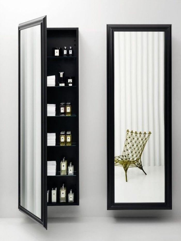 Colonne de rangement elle se dresse pour une conomie d for Miroir mural vertical