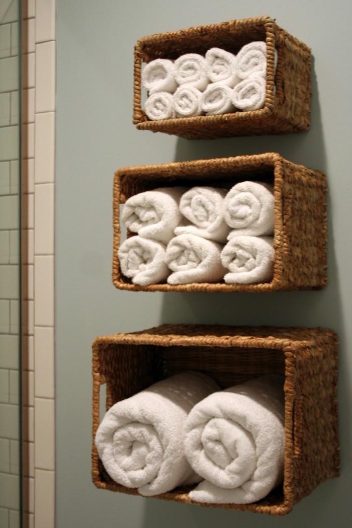 colonne-salle-de-bain-caisse-en-bois-deco-panier-osier-decoration-toilette-etagere-wc-pas-cher-deco-diy