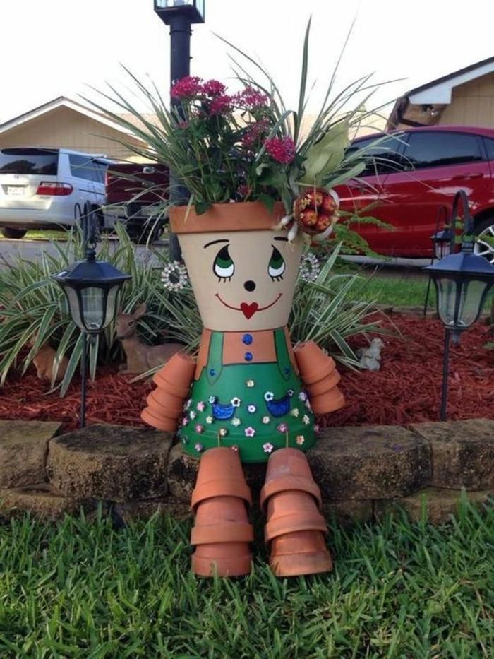 comment-fabriquer-un-epouvantail-en-pots-de-fleurs-pour-le-jardin