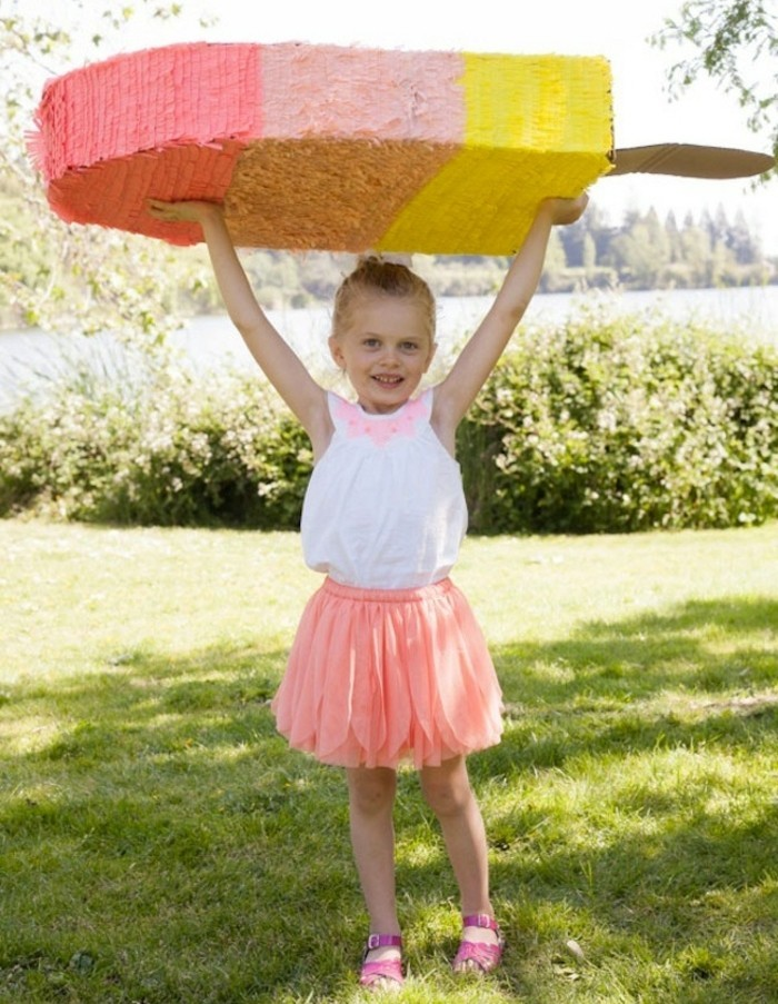 comment-fabriquer-une-pinata-en-forme-de-glace-une-suggestion-de-pinata-enorme-pour-enfant