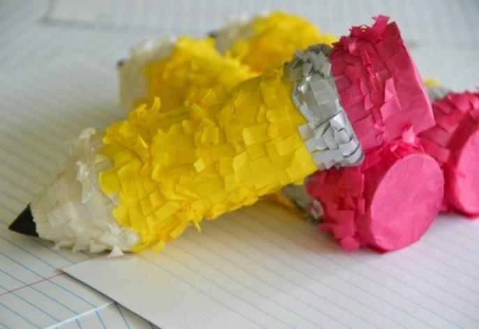 comment-fabriquer-une-pinata-miniature-en-forme-de-crayon-idee-interessant-pinata-realistique