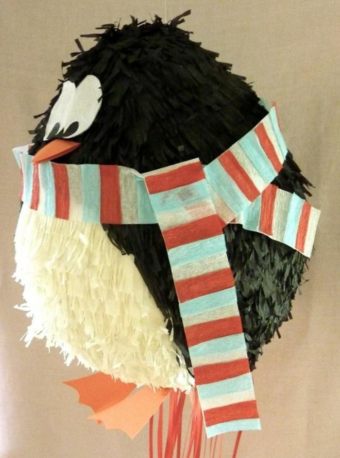 comment-faire-une-pinata-penguin-soi-meme-idee-pour-activite-ludique-d-anniversaire-pinata-ballon
