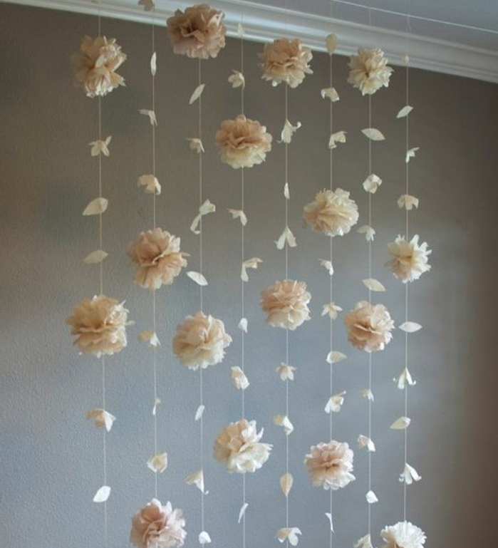 comment-faire-une-rose-en-papier-un-guirlande-de-fleurs-suspendues-du-plafond-pour-une-deco-esthetique