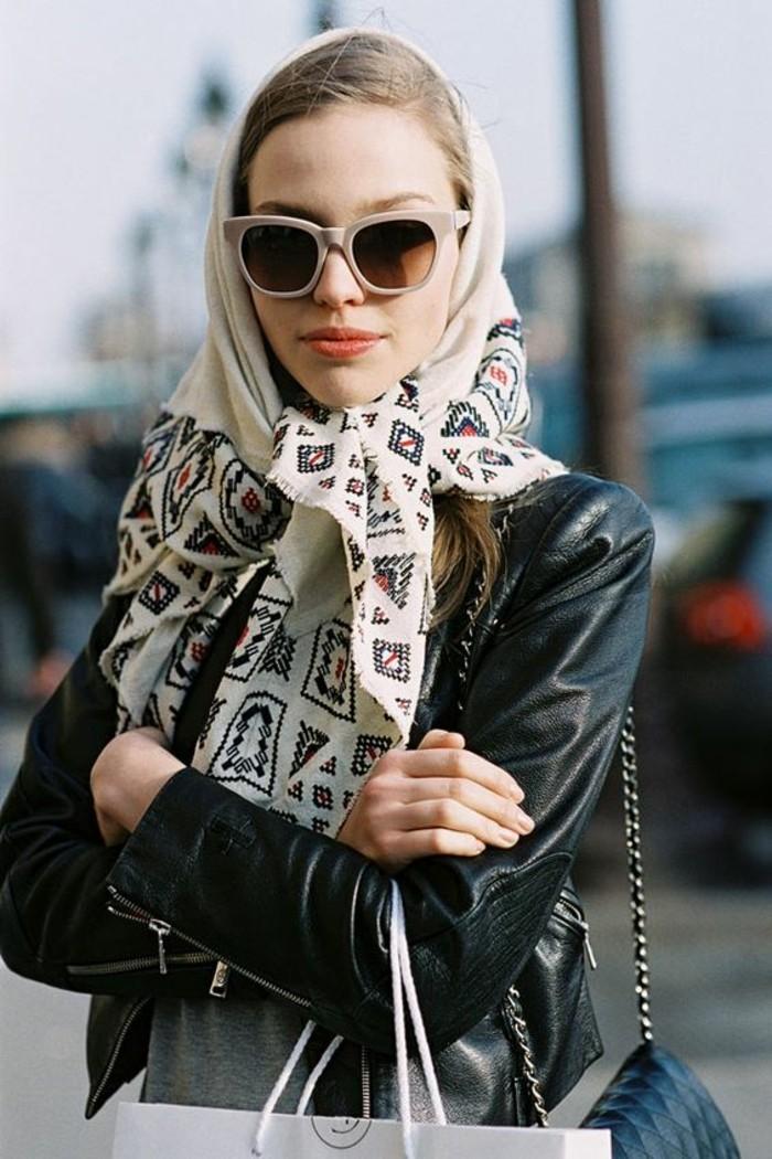 le foulard russe un accessoire intemporel au grand charme. Black Bedroom Furniture Sets. Home Design Ideas