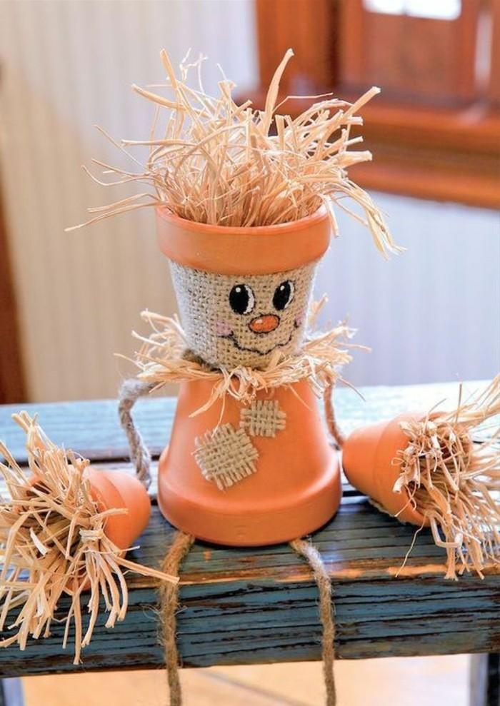 construire-un-epouvantail-en-deux-pots-de-fleurs-paille-et-cordes