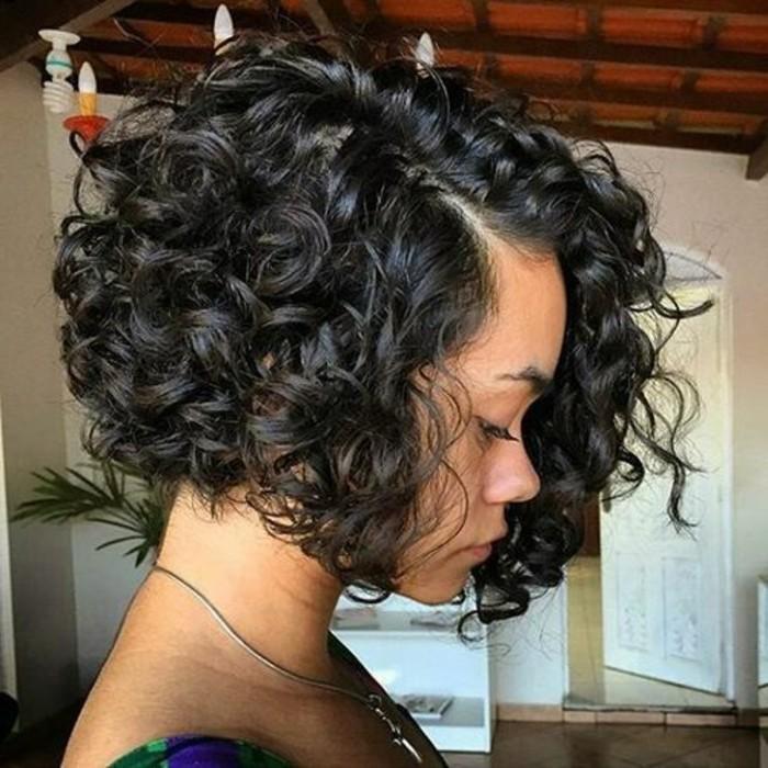 coupe-au-carre-coupe-carre-ondule-cheveux-mi-longs