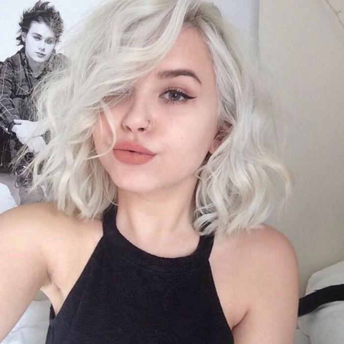 coupe-carre-blond-comment-friser-ses-cheveus-au-lisseur