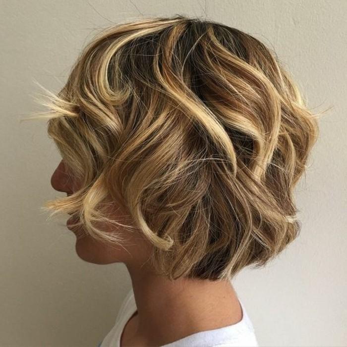 10 variantes de la coupe carr adopter en plusieurs photos inspirantes - Quelle couleur faire sur des meches blondes ...