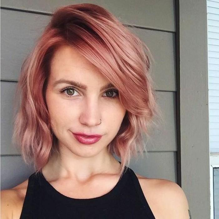 coupe-carree-et-coloration-cheveux-rose-carre-asymetrique