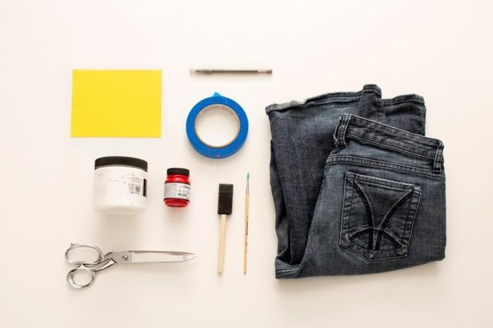 couper-un-jean-en-short-materiaux-simples-ciseaux-colle-pinceau-jeans-ruban-adhesif-peinture
