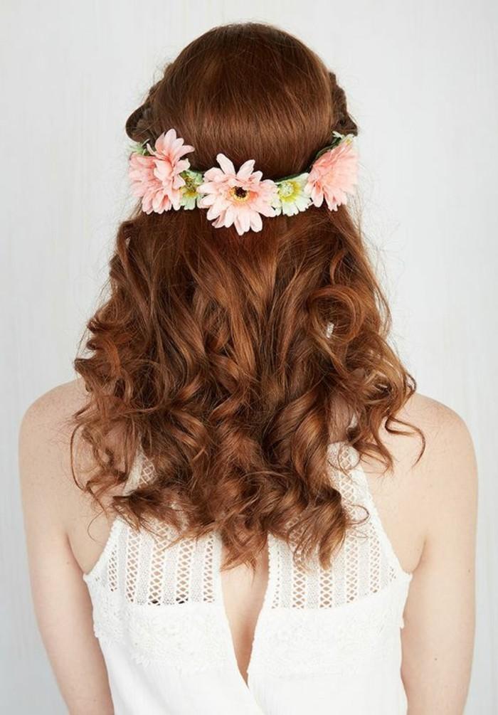 couronne-de-fleurs-jolie-coiffure-comment-boucler-ses-cheveux-au-fer