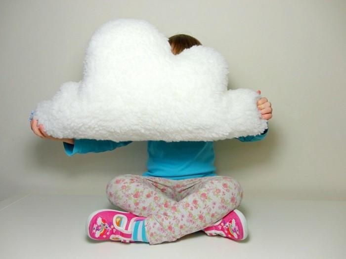coussin-nuage-enfant-chaussures-multicolore-nuage-en-peluche