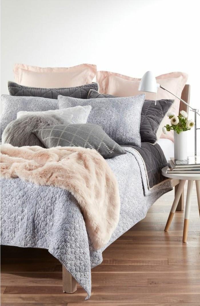 coussins-colores-coussins-satin-couleur-peche-couverture-de-lit-peche-et-bleu-gris
