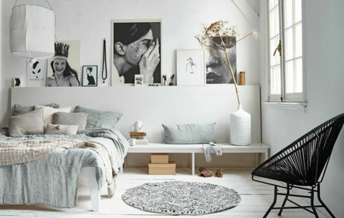 couverture-de-lit-bleu-clair-tapis-gris-sol-en-planchers-blancs-tapis-rond