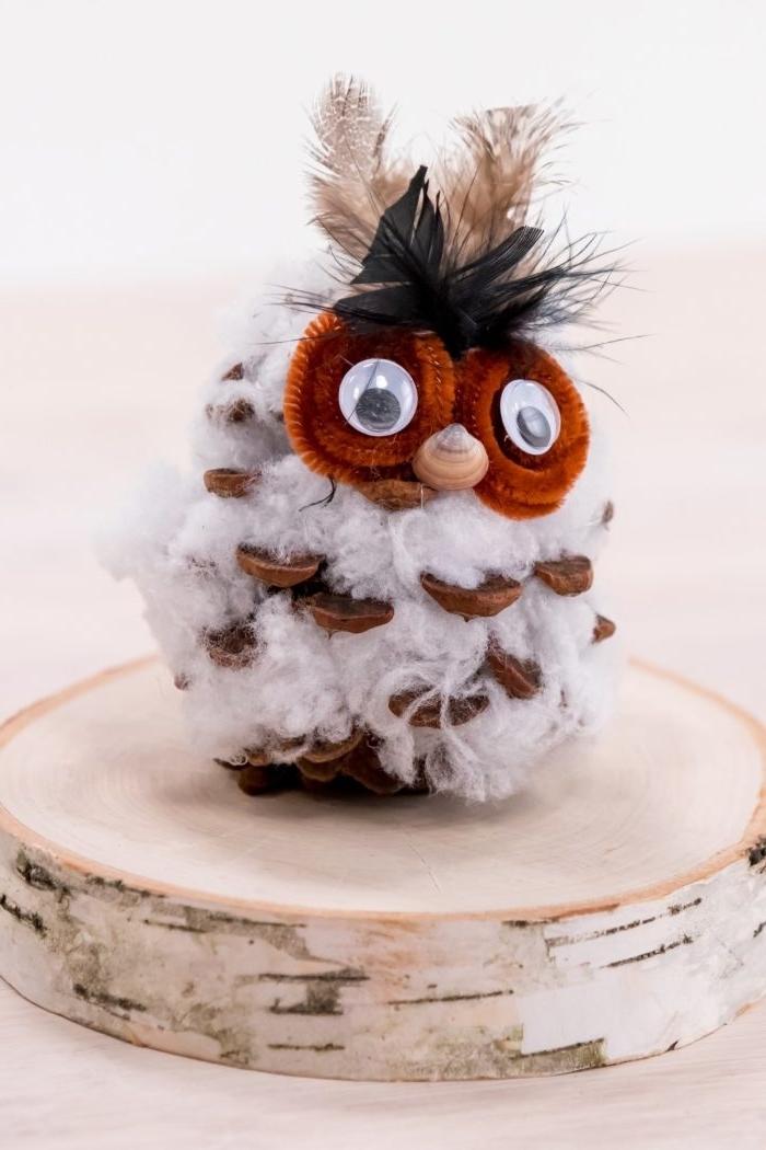 diy hibou en pomme de pain avec corps en coton, idée bricolage de noel maternelle, figurine hibou en pomme de pin