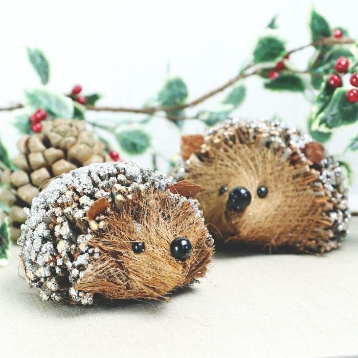 faire des créations animalières avec pommes de pin, idée bricolage pomme de pin maternelle, hérisson en pomme de pin diy