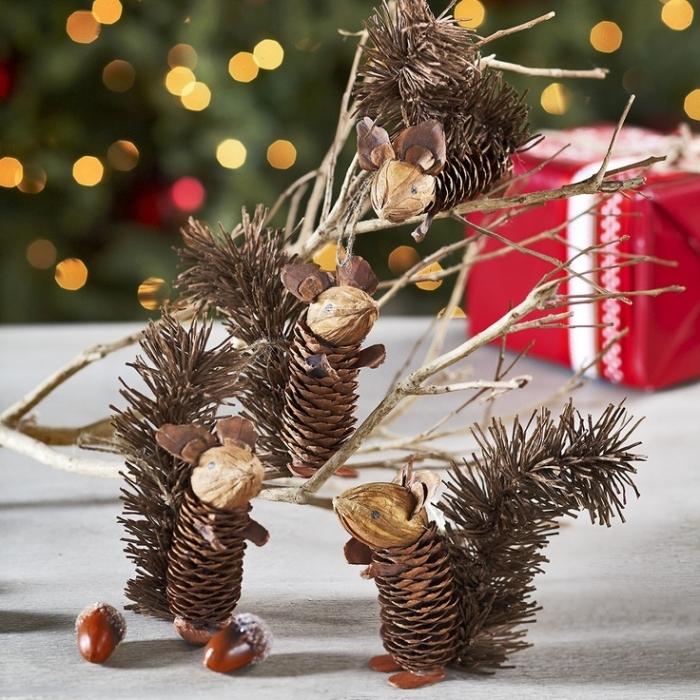 idée activité manuelle automne, diy figurines de souris en pommes de pin, faire des animaux avec pommes de pin