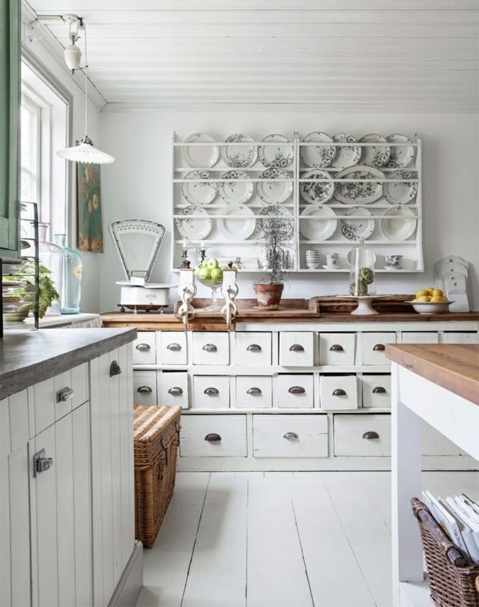 cuisine-shabby-chic-balance-livres-planche-a-decouper-pot-a-fleur