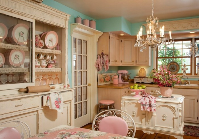 cuisine-shabby-chic-lustre-a-bougies-rouleau-a-patisserie