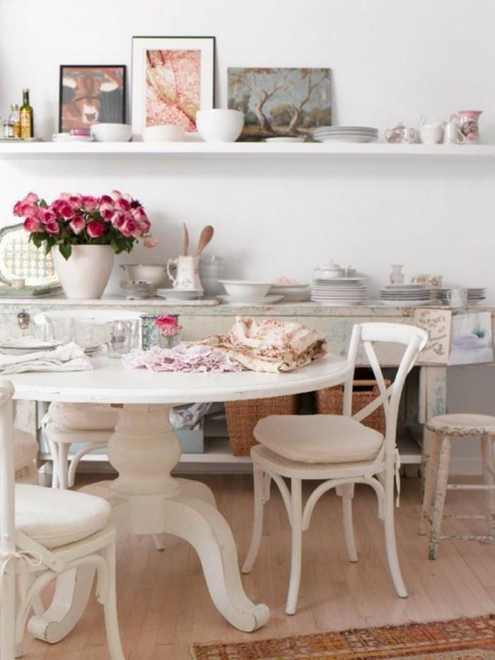 cuisine-shabby-chic-peintures-bouquet-de-roses-table-en-bois