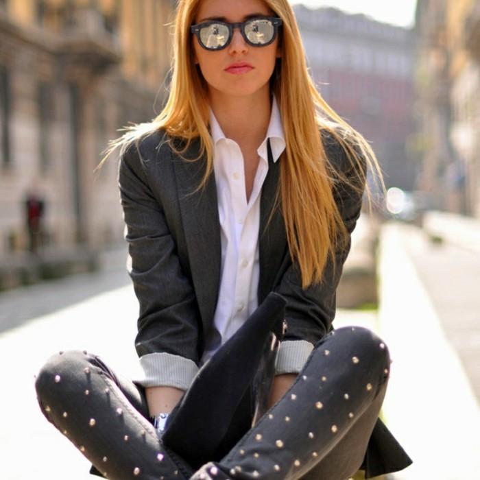 customiser-un-jean-ajouter-des-perles-pour-un-air-plus-feminin-et-creatif