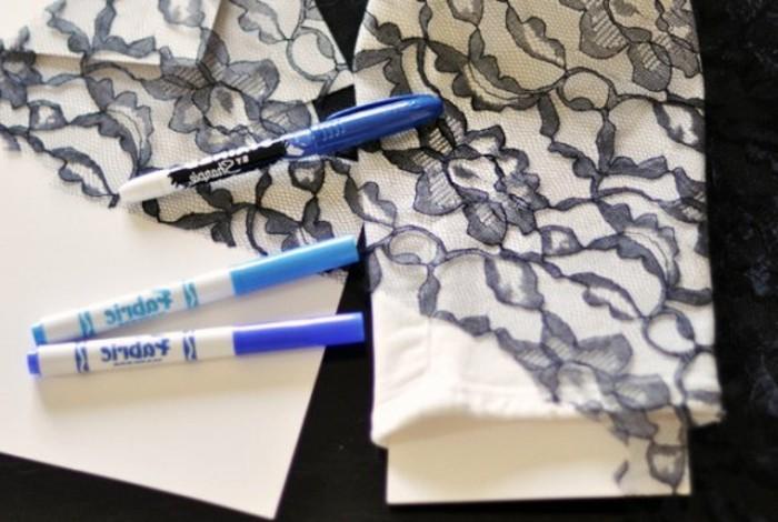 customiser-un-jean-comment-dessiner-des-motifs-dentelles-a-laide-de-quelques-crayons