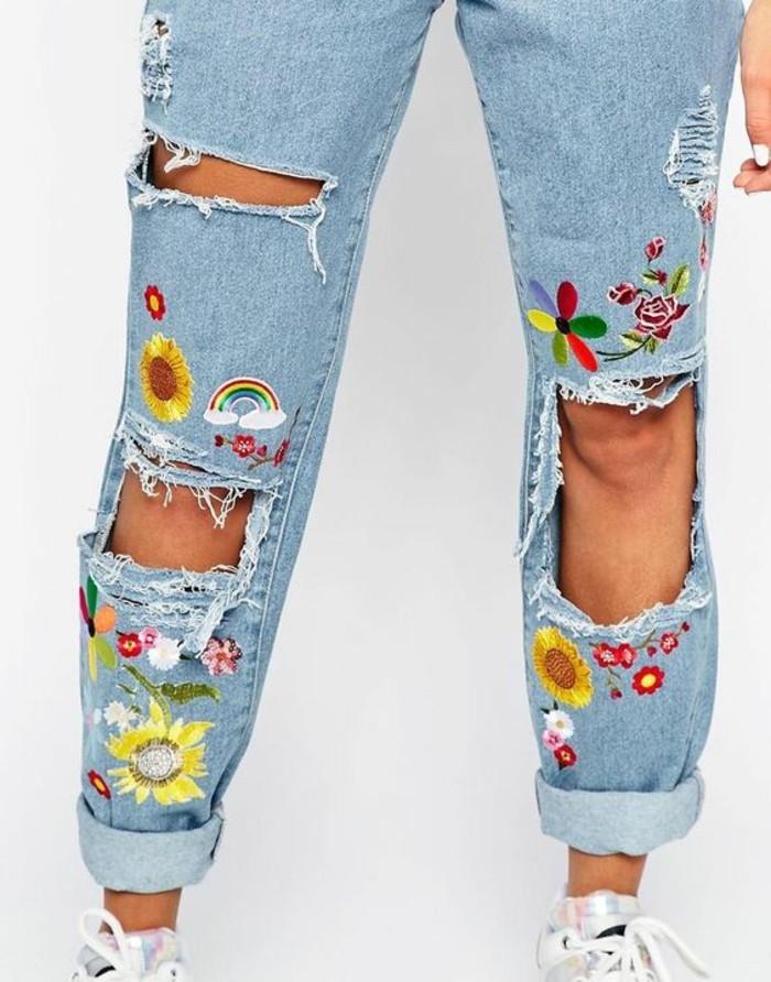 customiser-un-jean-coudre-des-decorations-colorees-fleurs-arc-de-ciel-avoir-une-bonne-humeur-printaniere
