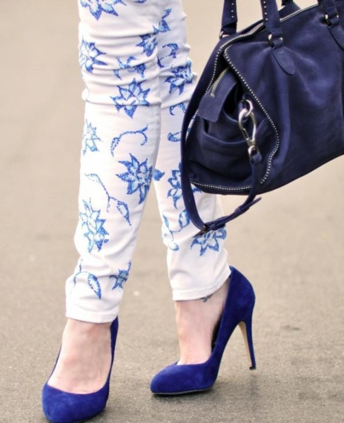 customiser-un-jean-decoration-en-motifs-floraux-et-dentelles-air-chic-a-combiner-avec-des-chaussures-a-talon