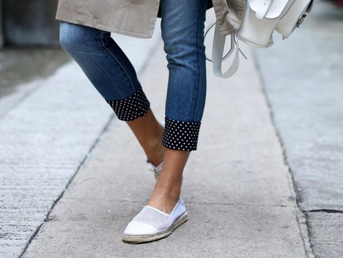 customiser-un-jean-des-patchworks-noires-decores-en-perles-blanches-sac-a-main-blanc