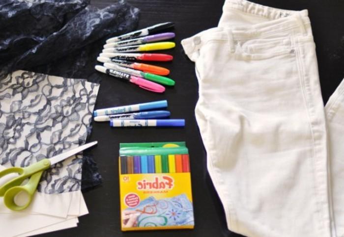 customiser-un-jean-materiaux-necessaires-pour-decorer-avec-une-dentelle-crayons-ciseaux