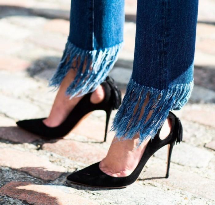 customiser-vetement-jeans-a-ourlets-effiloches-chaussure-noires-a-talon-air-elegant