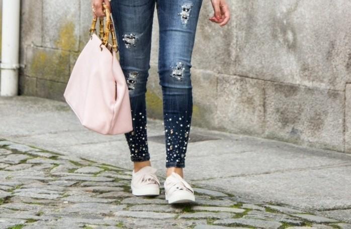 customiser-vetement-paire-de-jeans-personnalisee-sac-a-main-rose-modele-pour-chaque-jour