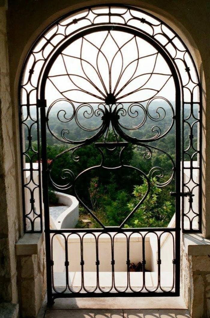 deco-fer-forge-porte-massive-motifs-floraux-facade-en-pierres-vue-stupefiante-nature