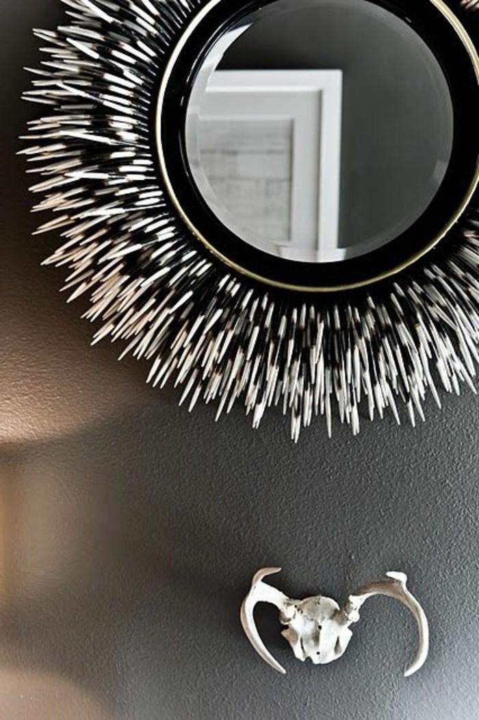 decoration-africaine-miroir-blanc-et-noir-cornes-decoratifs