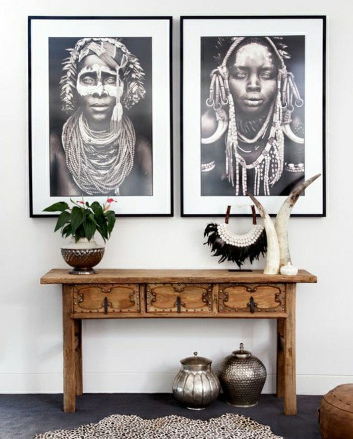 decoration-africaine-table-de-bois-femmes-plantes-cornes