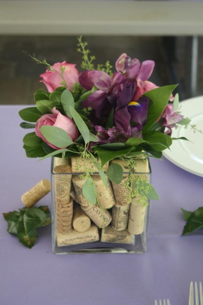 decoration-centre-de-table-vase-de-bouchons-en-liege