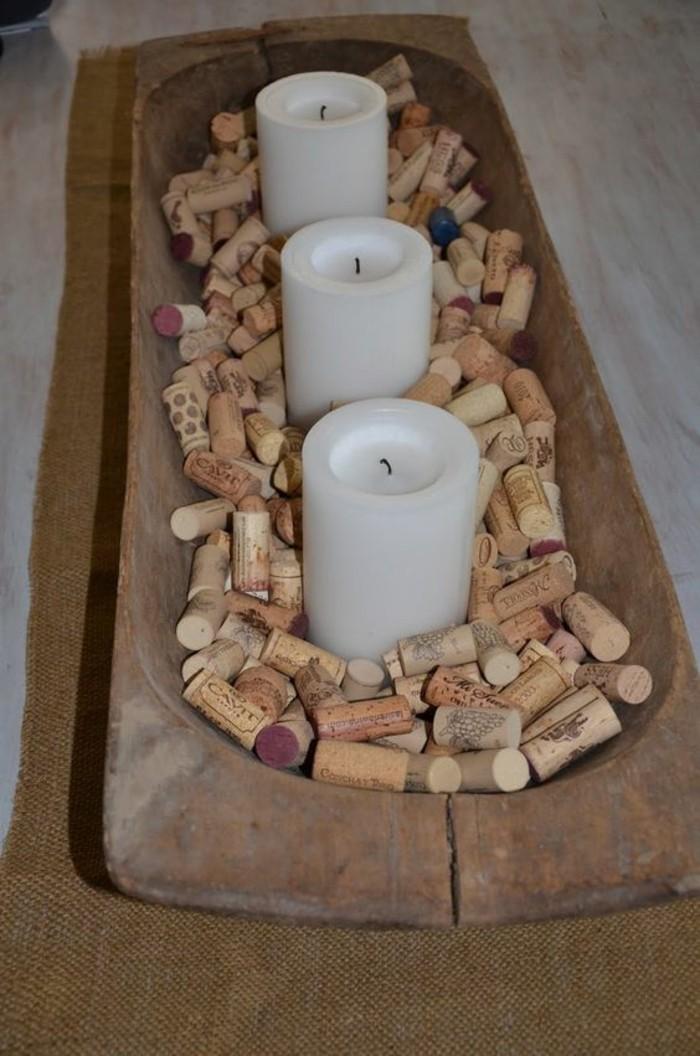 decoration-centre-table-en-bois-bougies-blanches-et-bouchons-idee-bouchon-li-ge