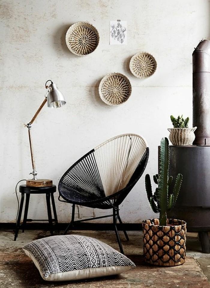 decoration-exotique-cactus-table-noir-lampe-fauteuil