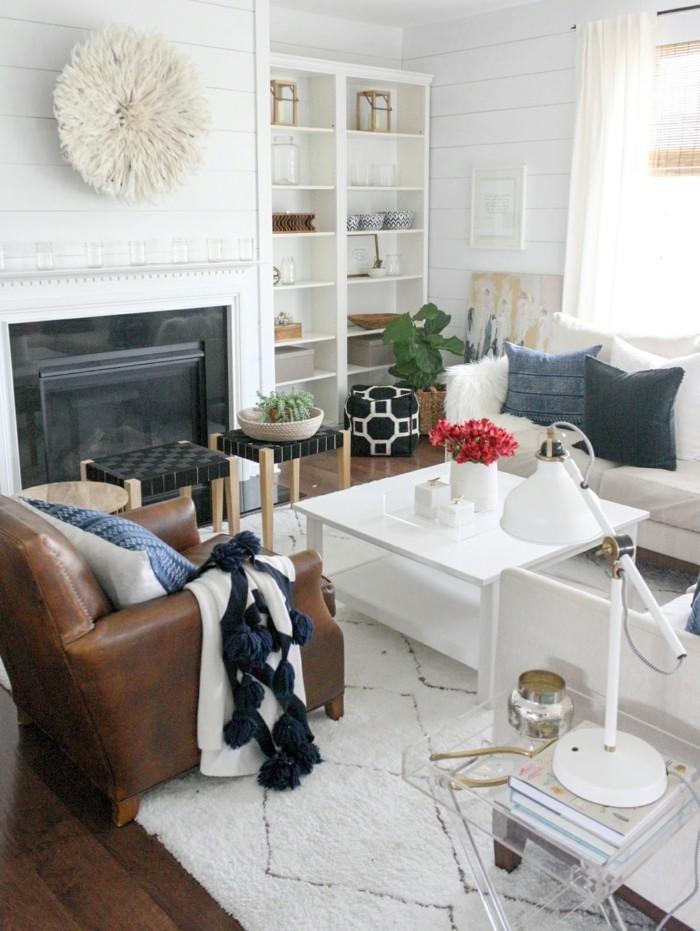 decoration-exotique-fauteuil-en-cuir-canape-fleurs-rouges